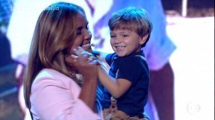 Rodrigo, Felipe e Bruno se emocionam com homenagem da família