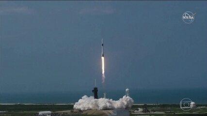 Pela 1ª vez, foguete tripulado de empresa privada entra em órbita