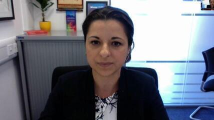 Pesquisadora brasileira na Inglaterra diz que vacina contra a Covid-19 está na 3ª fase