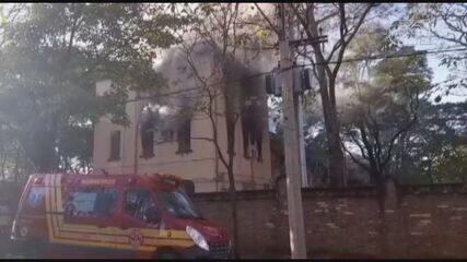Incêndio atinge prédio de secretarias municipais de Ribeirão Preto, SP