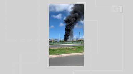 Ônibus é atingido por fogo na tarde desta quarta-feira, no Bairro da Paz