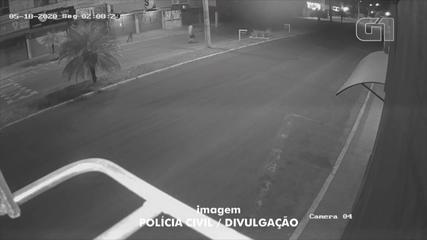 Vídeo mostra movimentação de suspeito de matar e atear fogo em morador de rua no RS