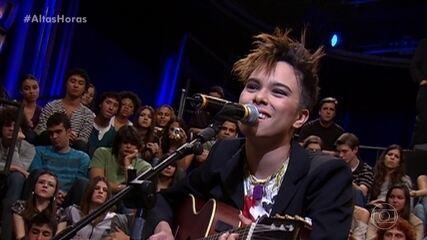 Maria Gadú canta 'Tudo Diferente'