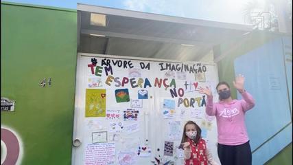 Alunos deixam mensagens de esperança em portão de escola para minimizar saudade em Boituva