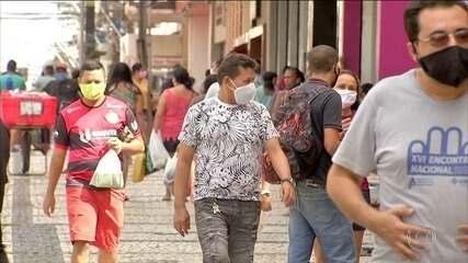 Fortaleza tem movimentação intensa com pontos de aglomeração com comércio aberto