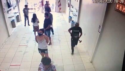Quadrilha invade lotérica do AC com marreta, rende funcionários e levar cerca de R$ 3 mil
