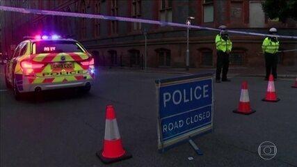 Homem mata a facadas três pessoas e fere sete na Inglaterra