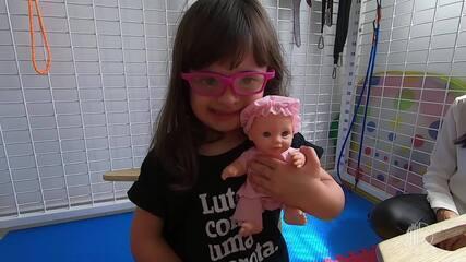 Jessica bate papo com os pais da Bee sobre Síndrome de Down