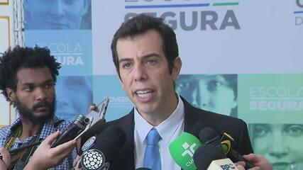 Bolsonaro conversa com Renato Feder, cotado para o MEC