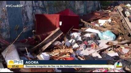 Flagrante mostra descarte de lixo irregular na avenida Independencia
