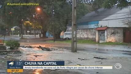 Arroio transborda devido à chuva intensa na Zona Sul de Porto Alegre