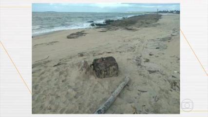 Caixas misteriosas chamam atenção em praia de Ipojuca, em Pernambuco