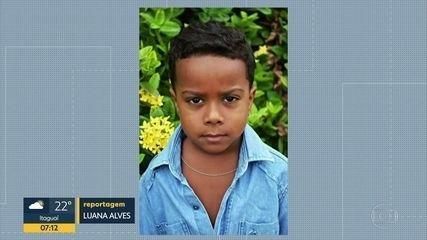 Menino de 7 anos morre baleado na porta de casa, em São João de Meriti