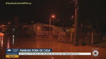 Rio transborda devido à chuva e deixa famílias fora de casa em São Sebastião do Caí