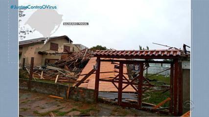 'Ciclone bomba' deixa mais de 2,3 mil pessoas fora de casa no RS, segundo a Defesa Civil