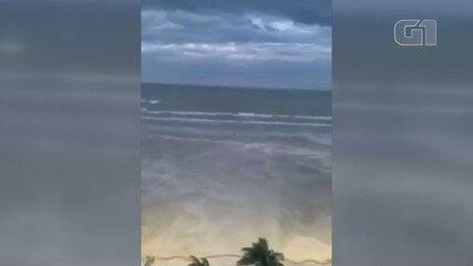 Ciclone bomba causa 'tempestade' de areia em Praia Grande, SP