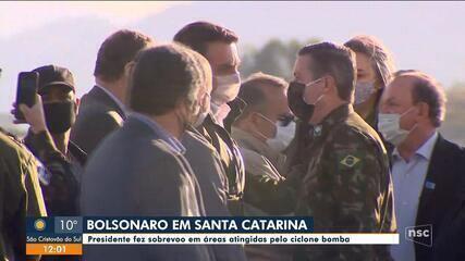 Bolsonaro faz sobrevoo em áreas atingidas pelo 'ciclone bomba' em SC