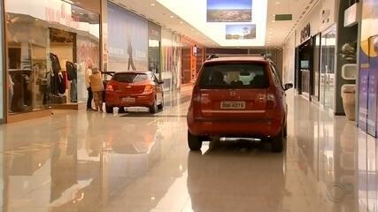 MP pede esclarecimentos sobre drive-thru com carros dentro de shopping em Botucatu