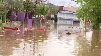 Novo ciclone provoca chuva forte e deixa um morto no RS