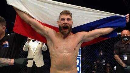Melhores momentos de Volkan Oezdemir x Jiri Prochazka no UFC 251