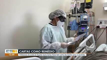 Profissionais de hospital leem cartas das famílias para os pacientes da Covid-19