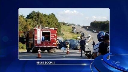 Acidente entre moto e carro mata três pessoas em Capão Bonito