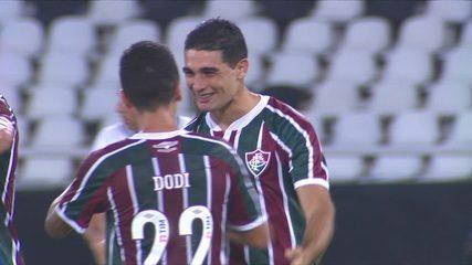 Gol do Fluminense! Defesa do Botafogo afasta mal, Michel Araújo bate no cantinho e marca