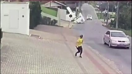 Avião monomotor cai em Santa Catarina