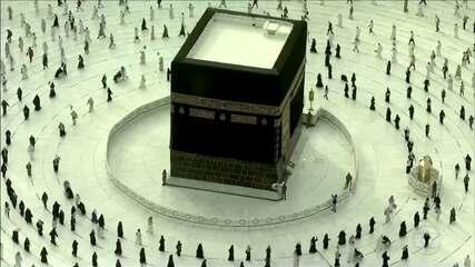 Fiéis muçulmanos concluem rituais que marcam a peregrinação à Meca, na Árabia Saudita