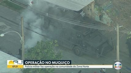 Polícia Militar faz operação na favela do Muquiço, em Deodoro