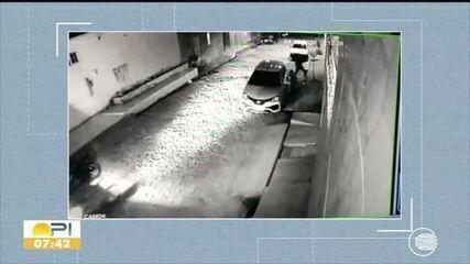 Imagens de segurança flagram momento que bandidos abordam e matam sargento da polícia