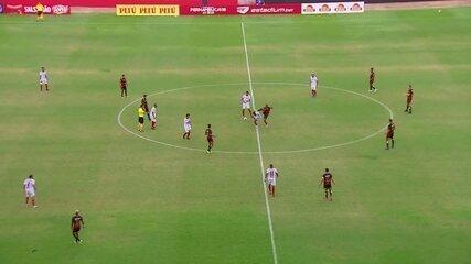 Expulso: Ronaldo acerta um chute em jogador do Petrolina e leva o vermelho direto
