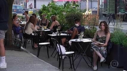 Bares e restaurantes em Nova York atendem nas calçadas para não perder os clientes