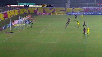 Sampaio Corrêa rouba bola no ataque, Jackson recebe e chuta para defesa de Ronaldo, aos 42 do 1º tempo