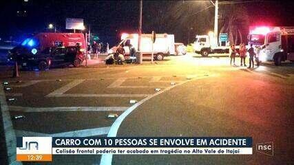 Carro com dez pessoas se envolve em acidente no Vale do Itajaí