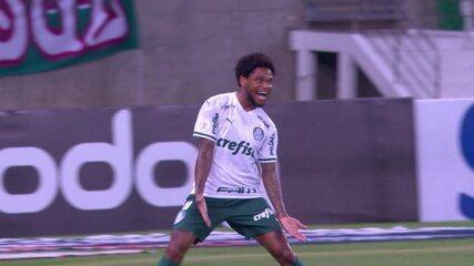 Gol do Palmeiras! Luiz Adriano recebe, chuta de fora da área e marca, aos 14 do 1ºT
