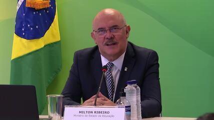 Milton Ribeiro diz que 'foi um pouquinho tarde' iniciativa do MEC de internet gratuita