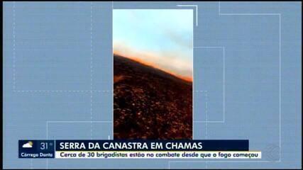 Incêndio atinge Parque Nacional da Serra da Canastra; brigadistas combatem chamas no local