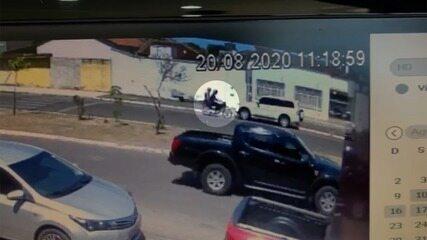 Suspeitos perseguem e atiram contra carro no centro de Porto Nacional
