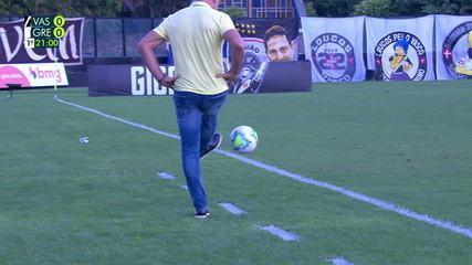 Renato Gaúcho mostra habilidade, mesmo na área técnica, aos 20 do 1º tempo
