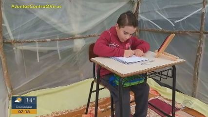 Pai constrói barraca para filho acompanhar aulas virtuais em Estrela Velha