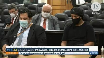 Ronaldinho Gaúcho e o irmão são liberados da cadeia no Paraguai
