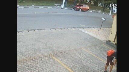 Câmeras de monitoramento flagraram mulher que desapareceu entrando no carro de ex