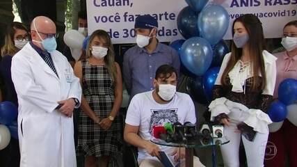 Cantor Cauan recebe alta após duas semanas internado com Covid