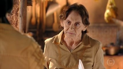 Veridiana conta aos netos que está buscando o paradeiro da filha