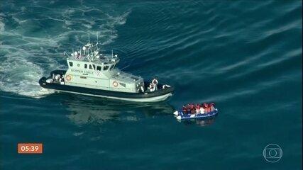 Mais de 400 imigrantes cruzam o Canal da Mancha em direção ao Reino Unido