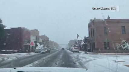 Oeste dos EUA registra neve após calor passar dos 30°C