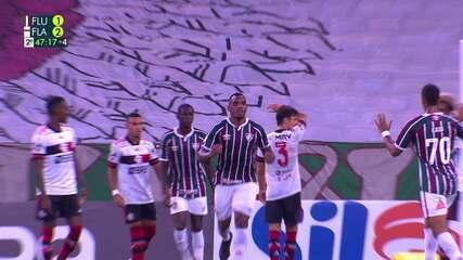 Gol do Fluminense! Digão sobe mais que a defesa do Flamengo e marca de cabeça, aos 47' do 2T
