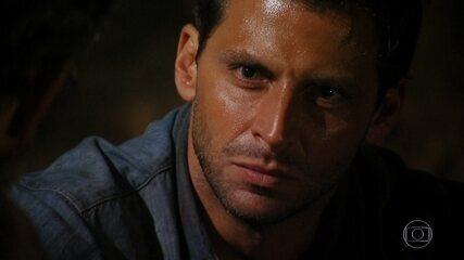 Cassiano percebe que foi traído por Alberto