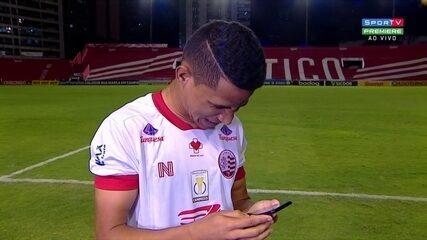 Erick, do Náutico, se impressiona com próprio gol após jogo contra Botafogo-SP